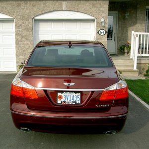 27 Aug. 2009   Genesis sedan with rear wing badge  1